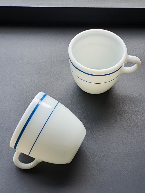 (2p재입고) Vintage Corning Pyrex Milk Glass Blue Band Mug
