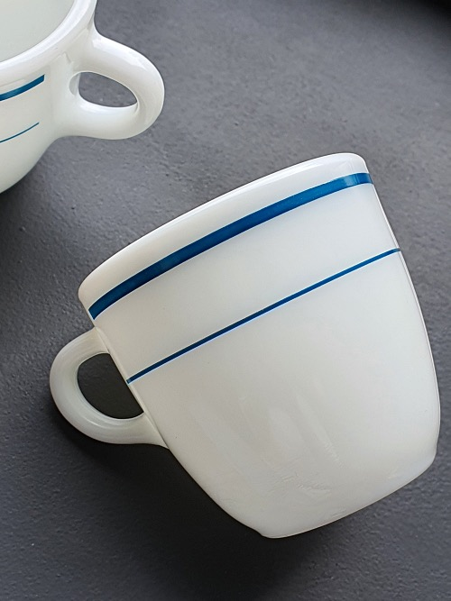 (4p재입고) Vintage Corning Pyrex Milk Glass Blue Band Mug - 2p품절